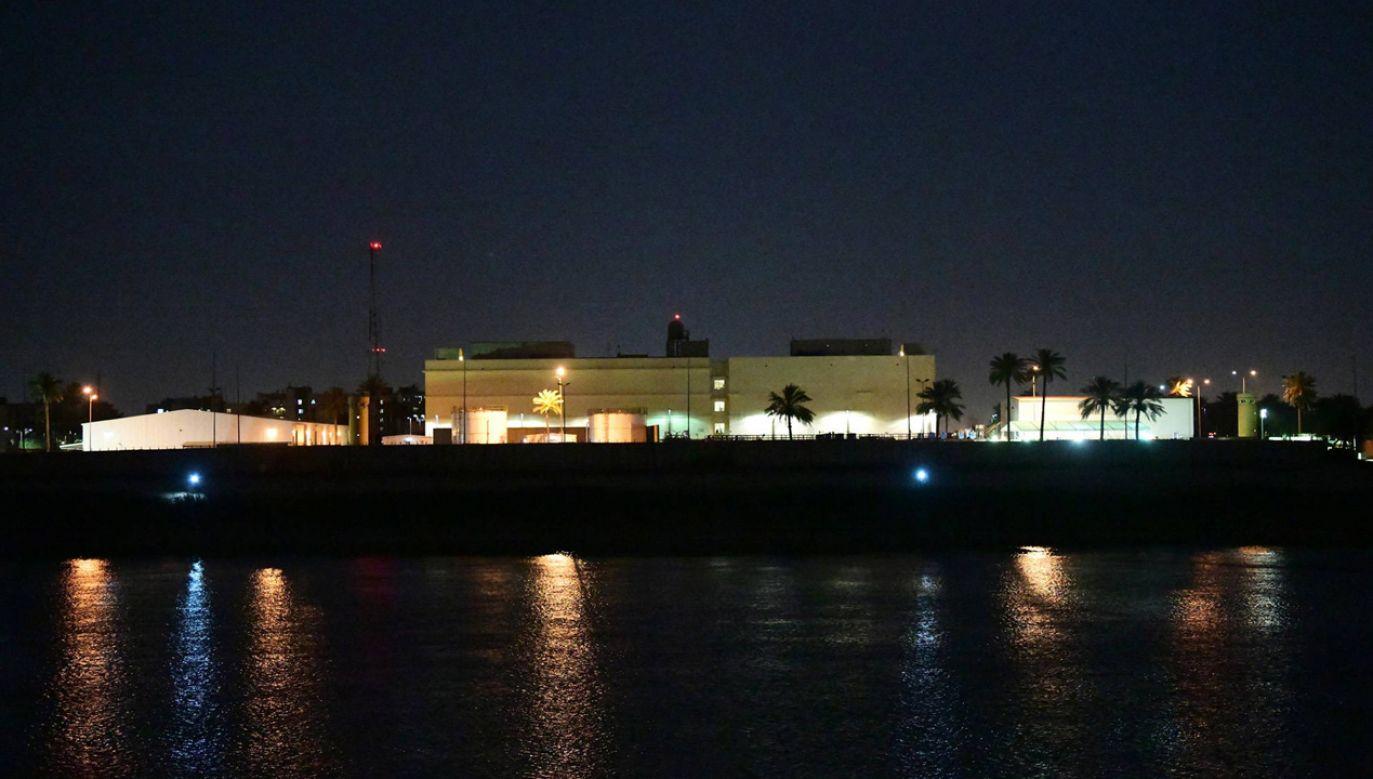 Rakiety spadły w pobliżu amerykańskiej ambasady w Zielonej Strefie w Bagdadzie (fot. PAP/EPA/Murtaja Lateef)