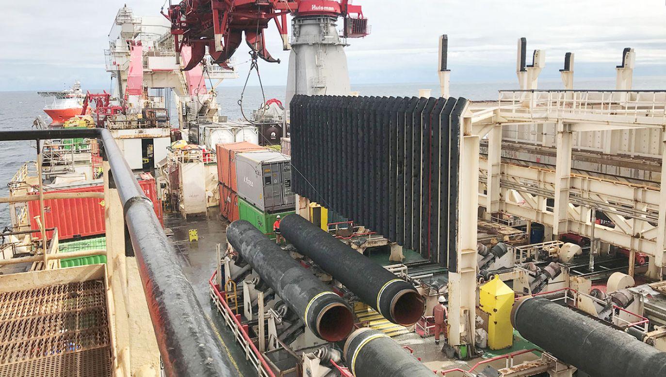 Układający na Bałtyku rury Nord Stream 2  - statek Solitaire zbliża się do duńskich wód (fot. REUTERS/Stine Jacobsen)