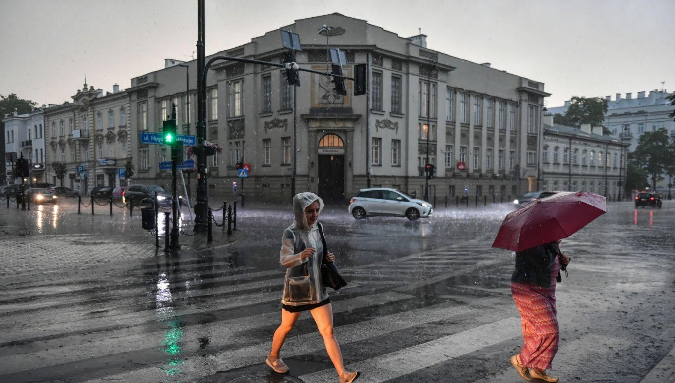 Burza i intensywne opady deszczu w centrum Lublina (fot. PAP/Wojtek Jargiło)