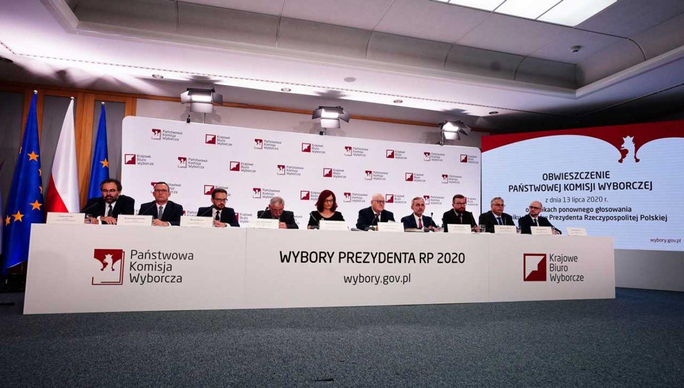 Mniej niż pół miliona – tyle wyniosła różnica w liczbie zdobytych głosów między Andrzejem Dudą i Rafałem Trzaskowskim (fot. PAP/Mateusz Marek)