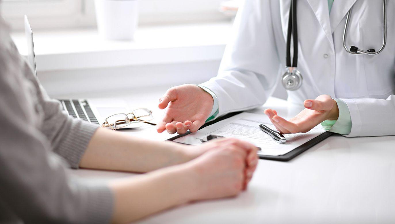 Szpitale coraz częściej nie płacą ubezpieczenia zdrowotnego za swoich pracowników (fot. Shutterstock/Andrei_R)