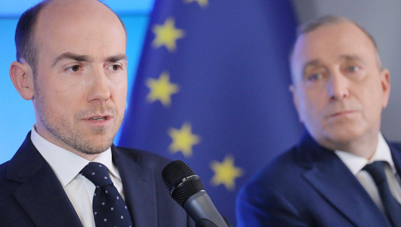 Szef PO Borys Budka i jego poprzednik na stanowisku Grzegorz Schetyna (fot. PAP/Paweł Supernak)