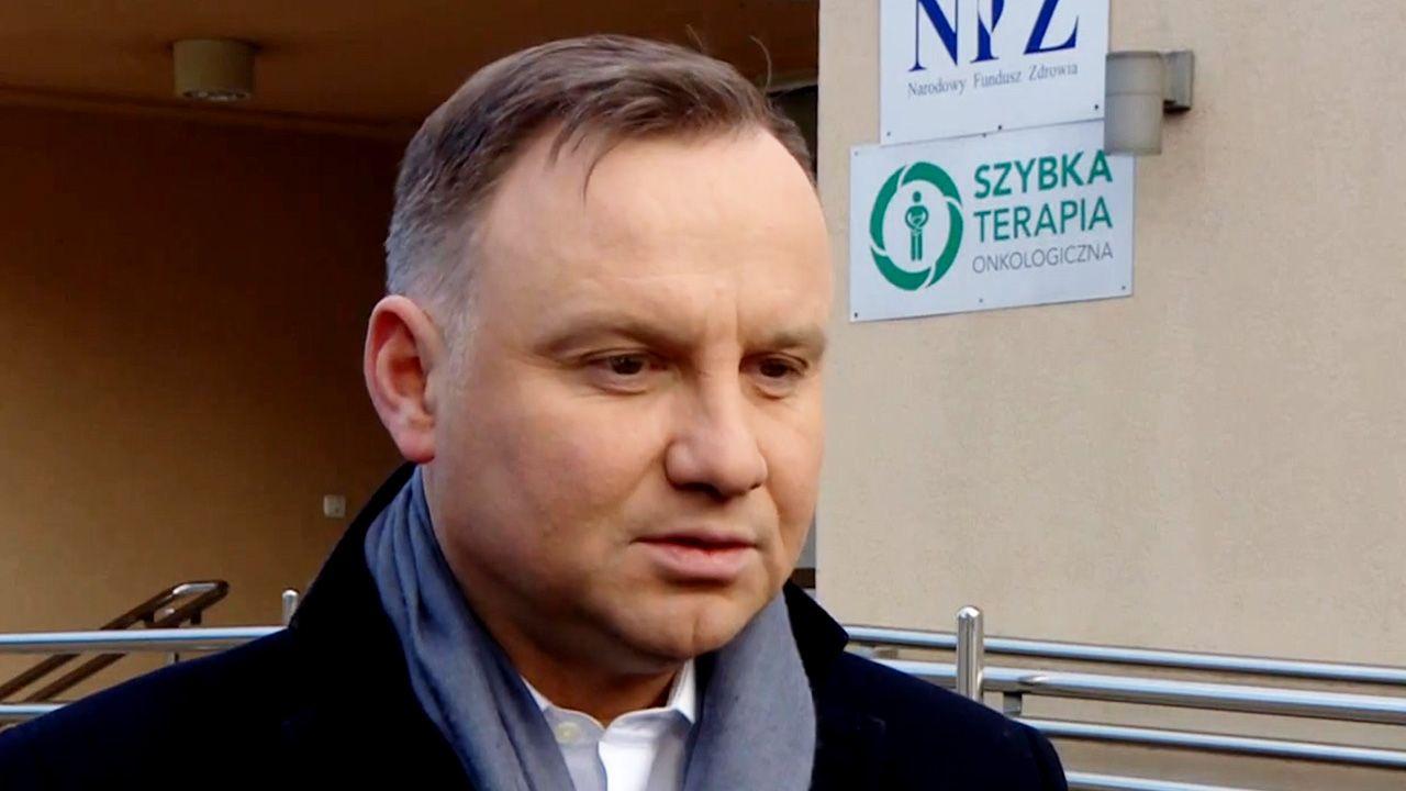 Agnieszka Kublik w kpiącym tonie opisała aktywność Andrzeja Dudy w sprawie epidemii koronawirusa (fot. TVP Info))