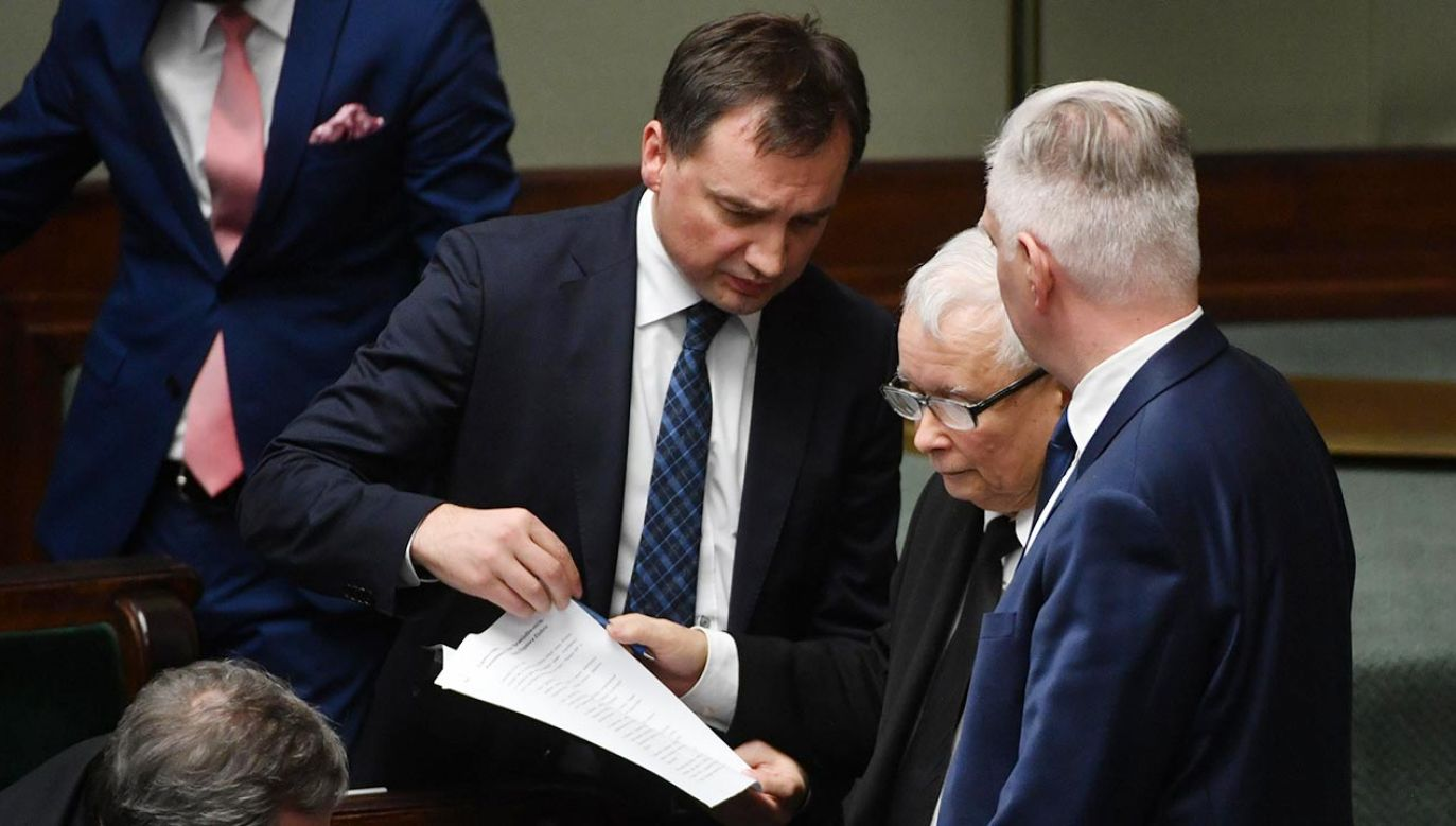 Dostajemy ułożony na nowo rząd, w którym zapędy zbyt łapczywych koalicjantów tonować ma sam Jarosław Kaczyński, występujący w nowej roli koordynatora pracy trzech resortów w randze wicepremiera (fot. PAP/Bartłomiej Zborowski)