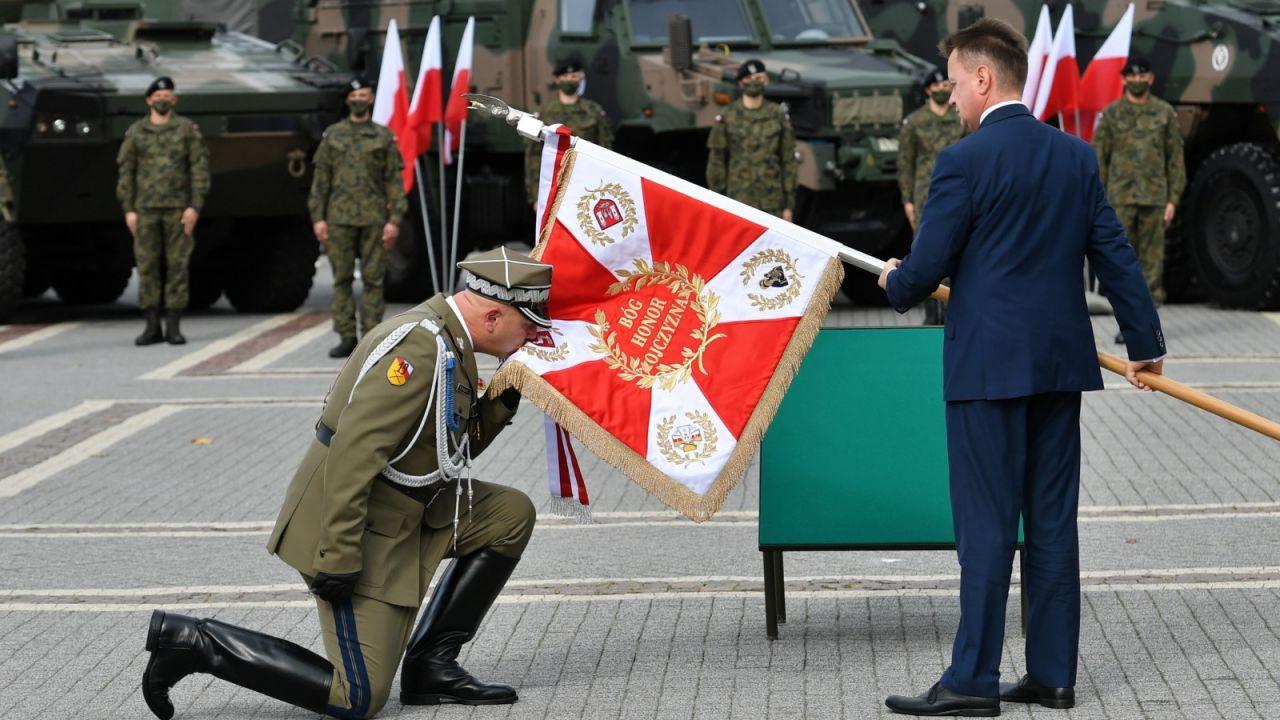 Mariusz Błaszczak uczestniczył w obchodach 81. rocznicy bitwy pod Kockiem (fot. PAP/Wojtek Jargiło)