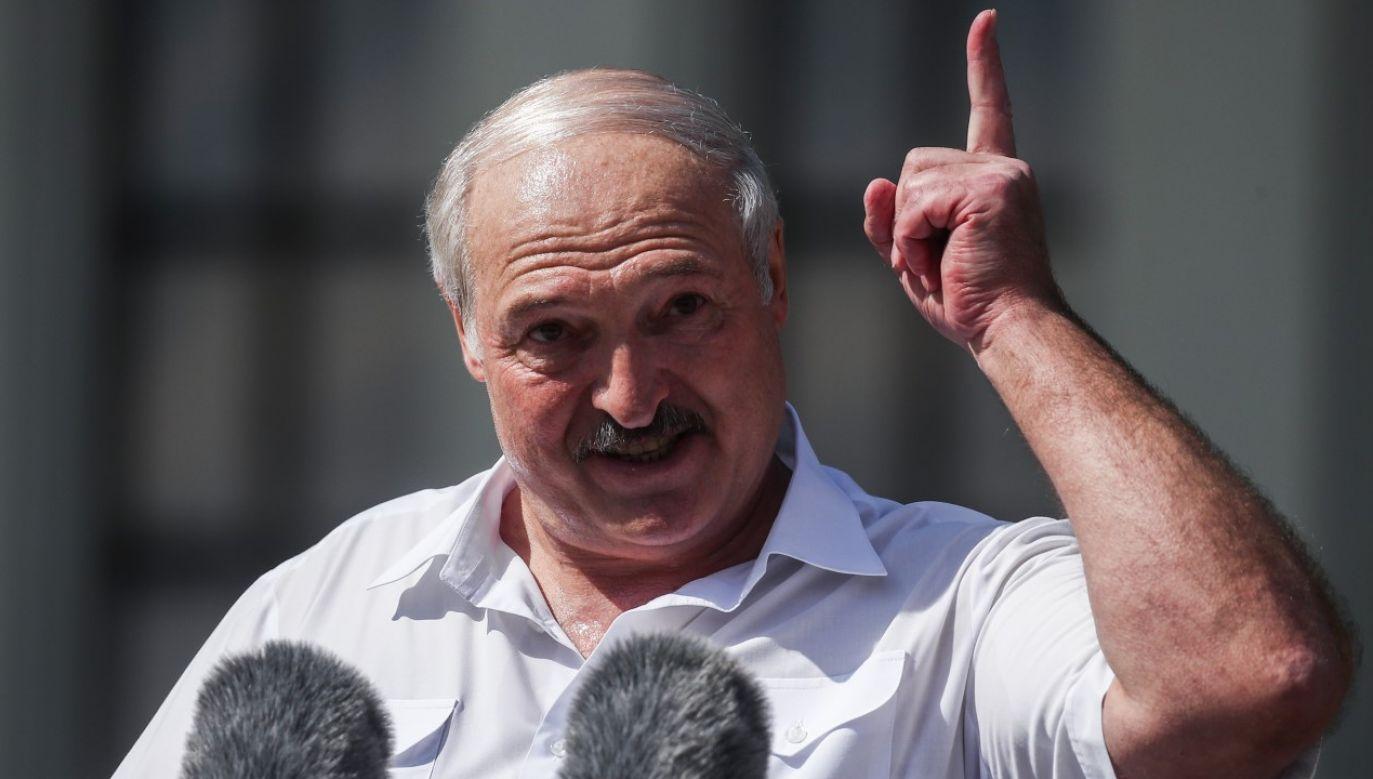 Alaksandr Łukaszenka przemawia w trakcie wiecu swoich zwolenników (fot. Valery Sharifulin\TASS via Getty Images)