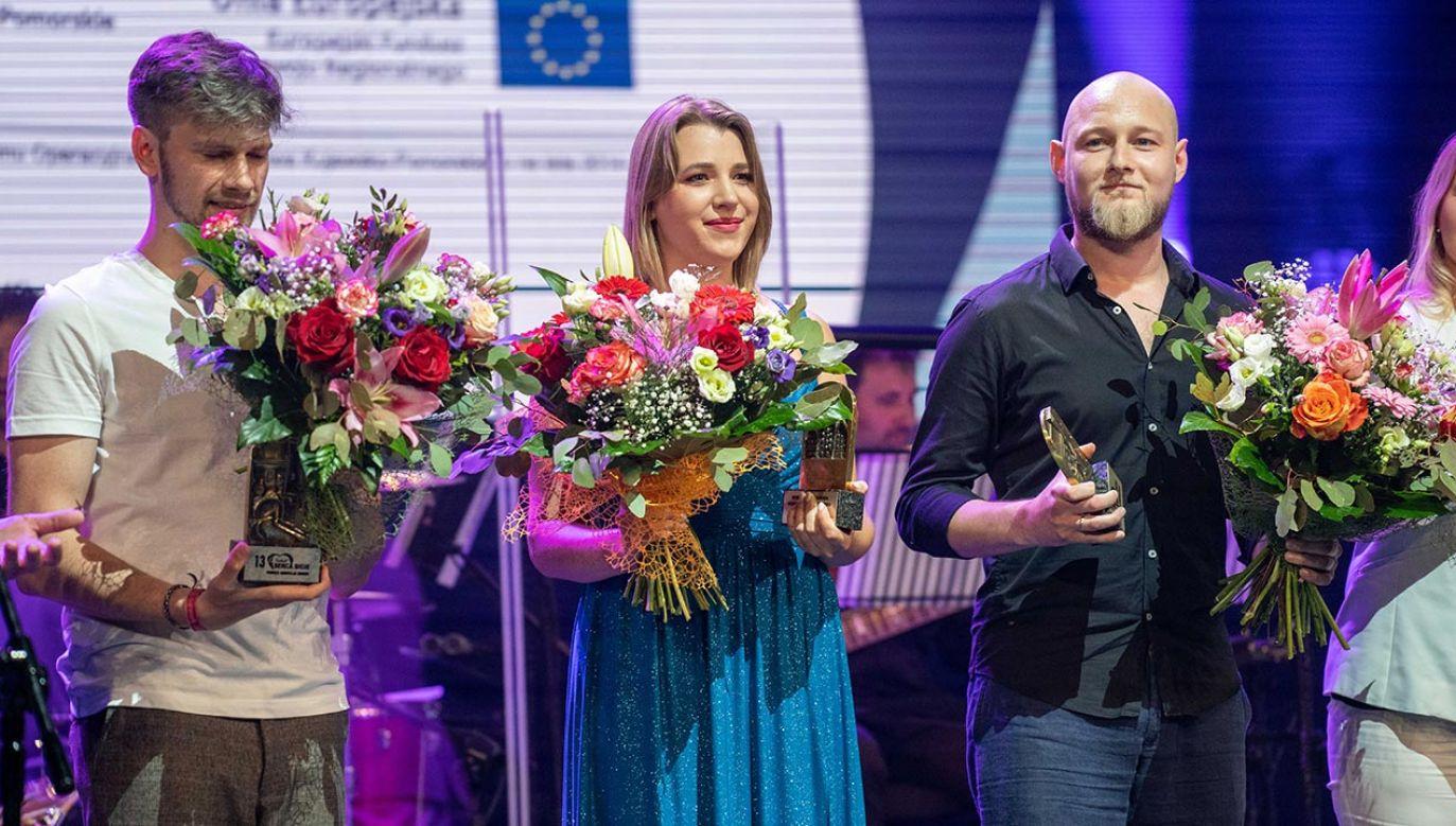 Na scenie zaprezentowało się pięcioro finalistów festiwalu (fot. portal tvp.info/Radosław Poszwiński)