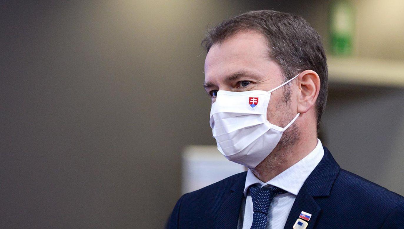 Informacje o nowych ograniczeniach przekazał w czwartek wieczorem premier Igor Matovicz (fot. PAP/EPA/JOHANNA GERON / POOL)