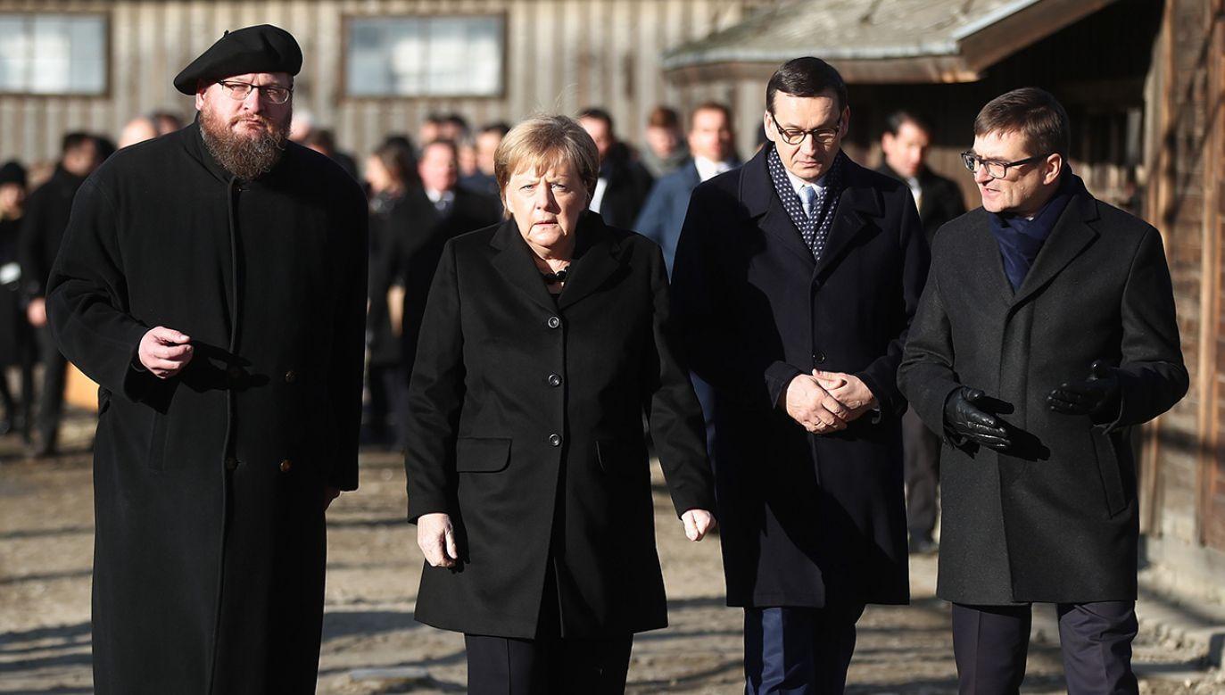 Premier Morawiecki i kanclerz Merkel wzięli w piątek udział w uroczystości 10-lecia Fundacji Auschwitz-Birkenau (fot. PAP/Łukasz Gągulski)
