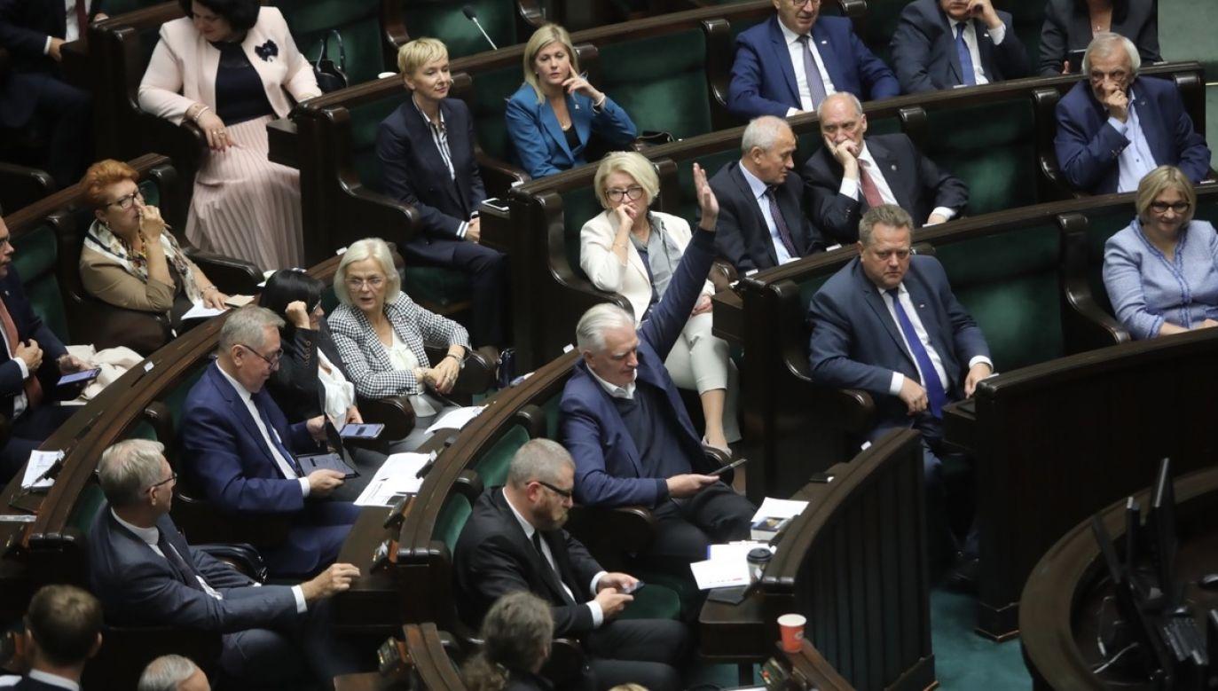 Mimo dyscypliny podczas głosowania, przeciw nowelizacji opowiedziało się 38 posłów z klubu PiS (fot. PAP/Wojciech Olkuśnik)