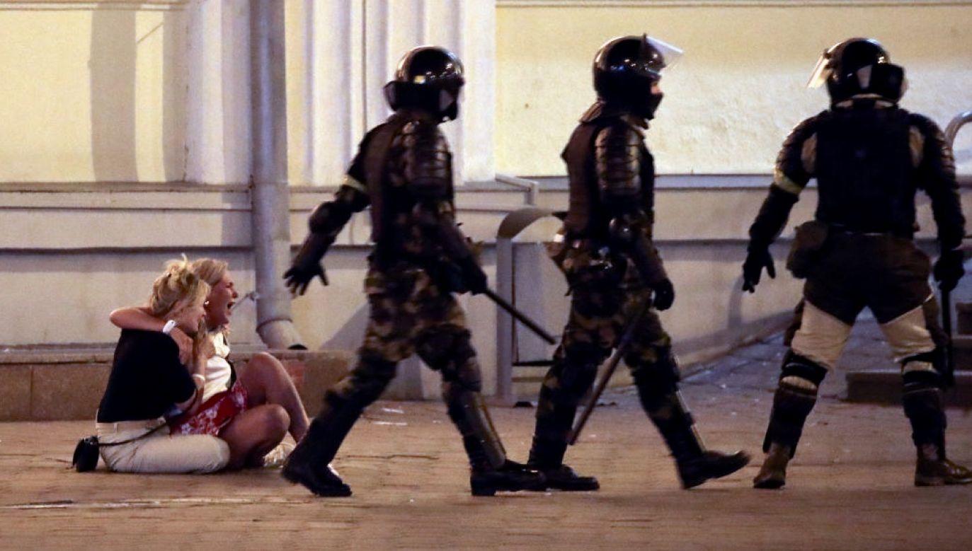 Resort podał, że 21 milicjantów i funkcjonariuszy sił bezpieczeństwa zostało rannych, w tym pięciu jest hospitalizowanych (fot. Natalia Fedosenko\TASS via Getty Images)