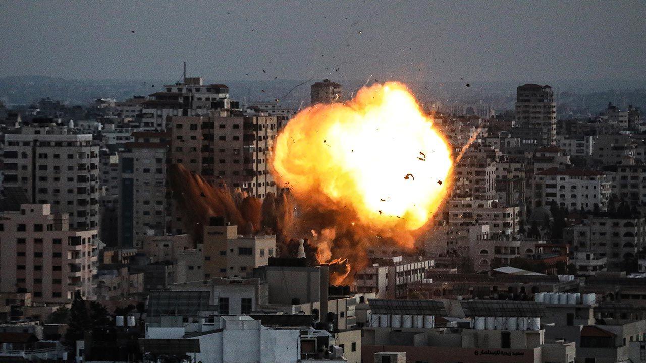 Konflikt między Palestyną a Izraelem szybko eskaluje (fot. Ali Jadallah/Anadolu Agency via Getty Images)