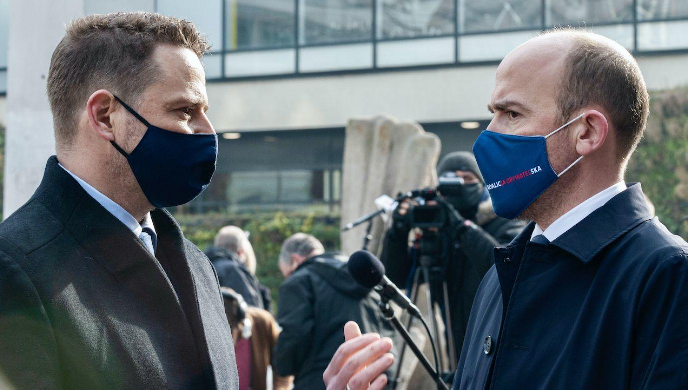 """""""Na razie"""" poseł PO nie chciał odpowiadać na pytanie o zamianę Budki na Trzaskowskiego (fot. G.KRZYZEWSKI/FotoNews/Forum)"""