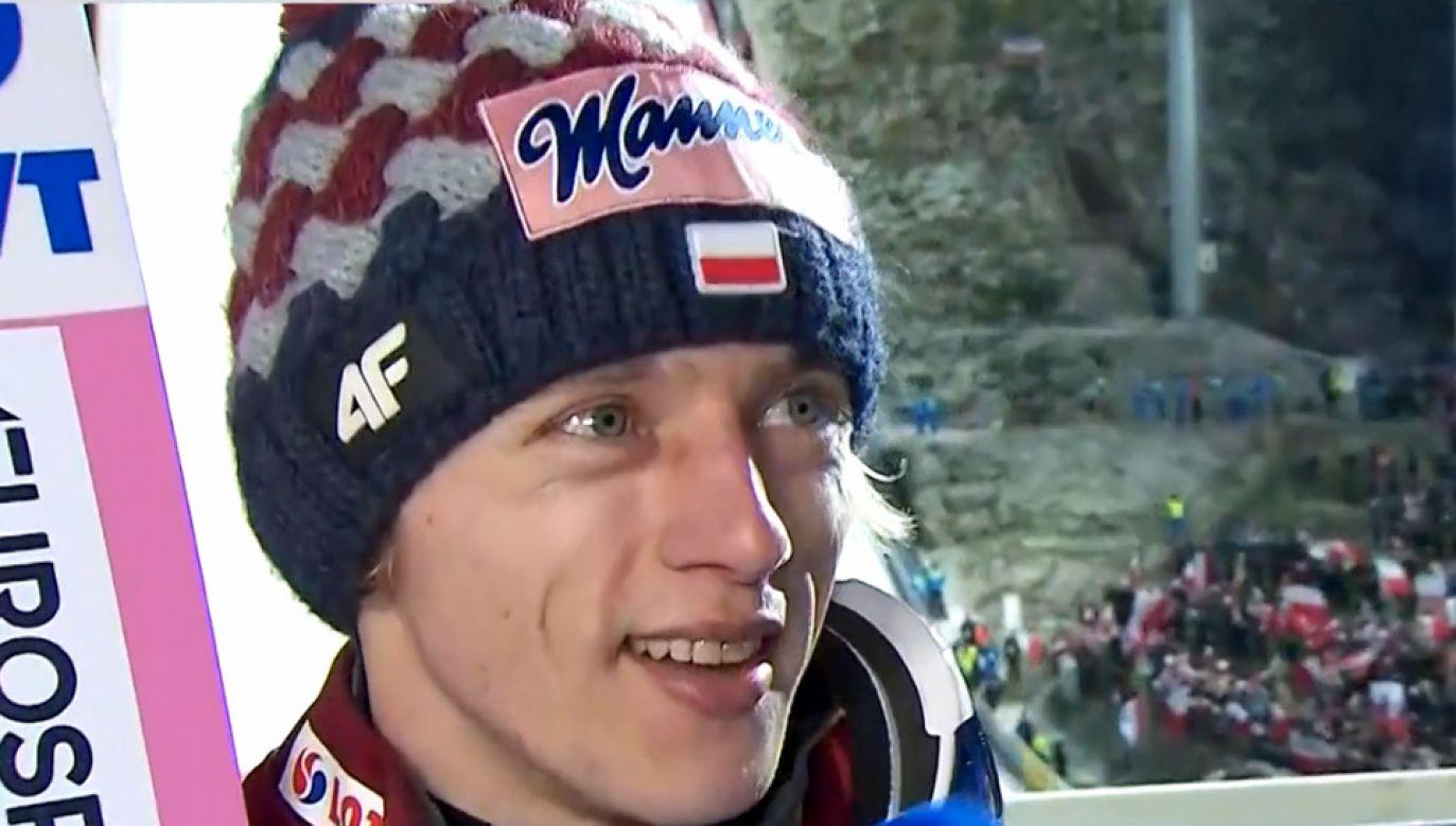 Dawid Kubacki ósmy raz z rzędu stanął na podium (fot. TVP Sport)