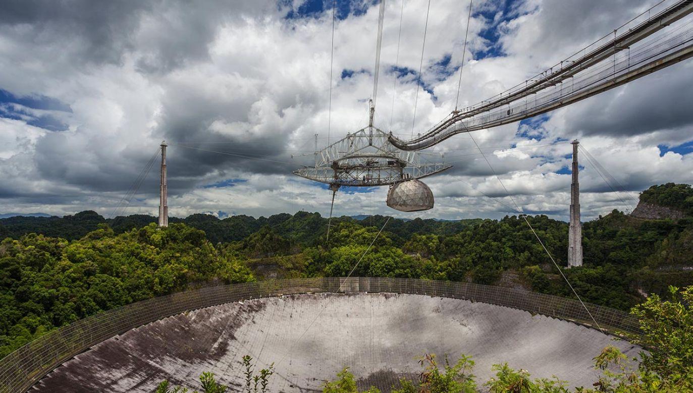 Już w 2012 roku teleskop Arecibo był w nienajlepszym stanie (fot. Universal Images Group via Getty Images)
