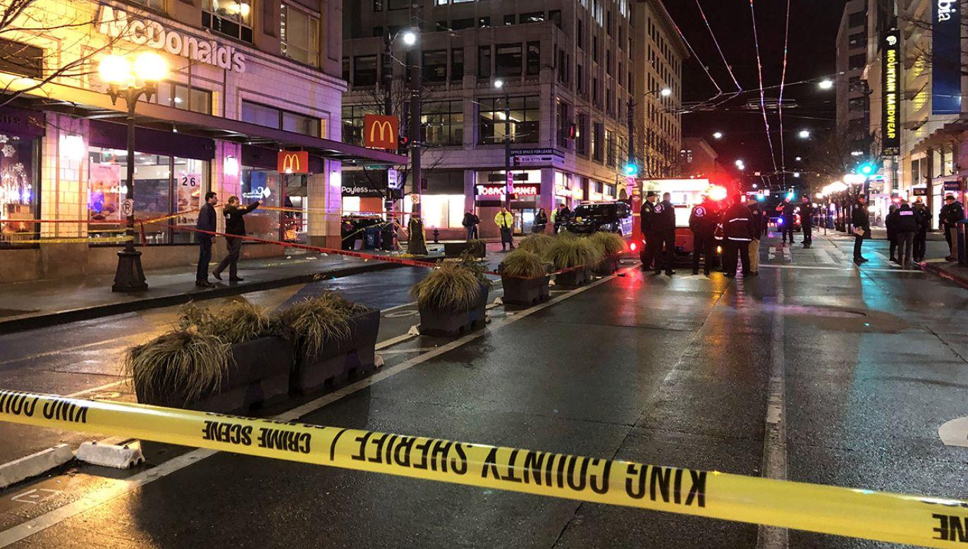 Świadkowie zgłosili, że słyszeli kilkanaście strzałów około 17:00 czasu lokalnego (fot. Karen Ducey/Getty Images)
