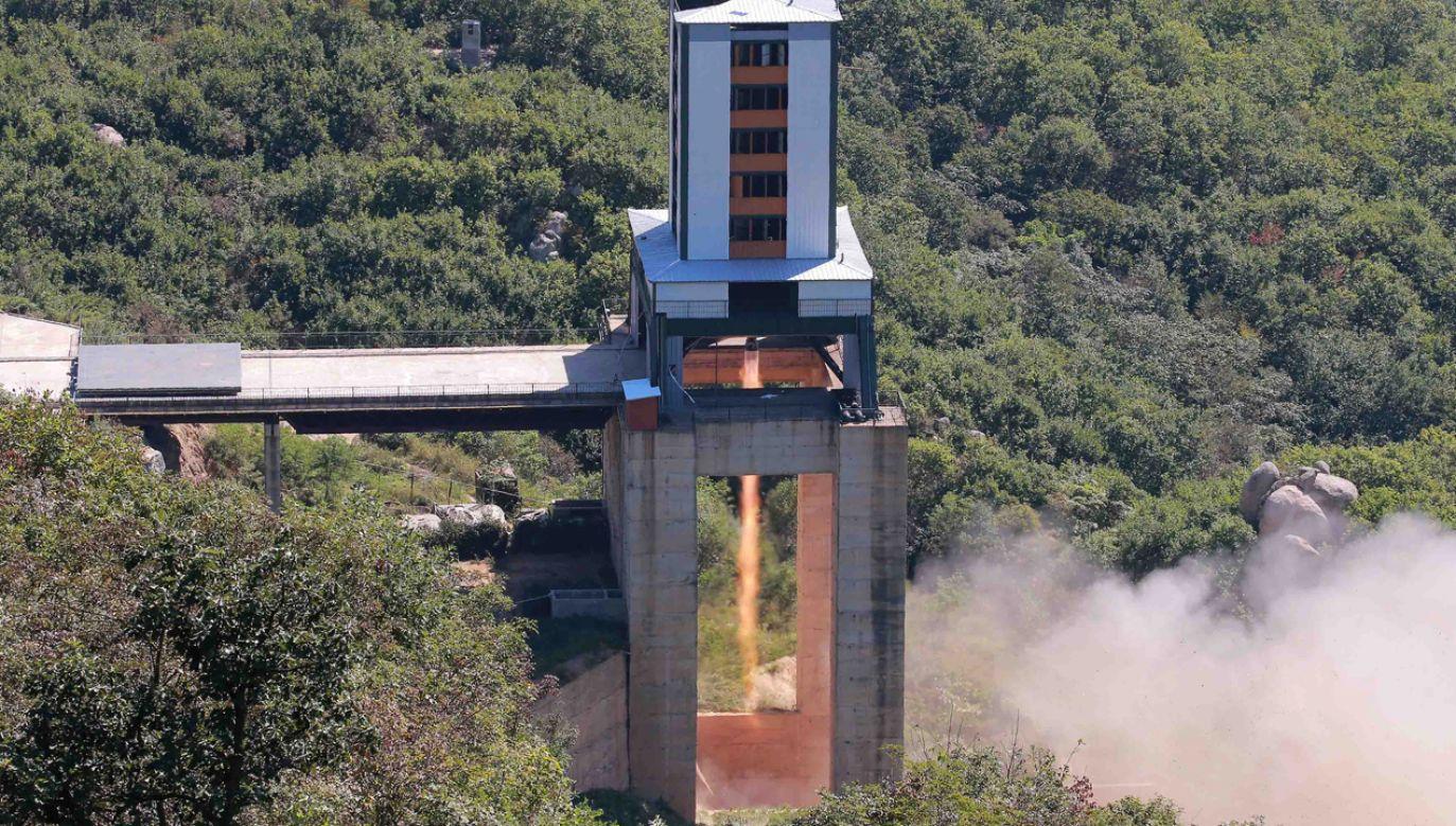 Zdaniem ekspertów najprawdopodobniej miała miejsce statyczna próba silnika rakietowego (fot. Reuters/KCNA)
