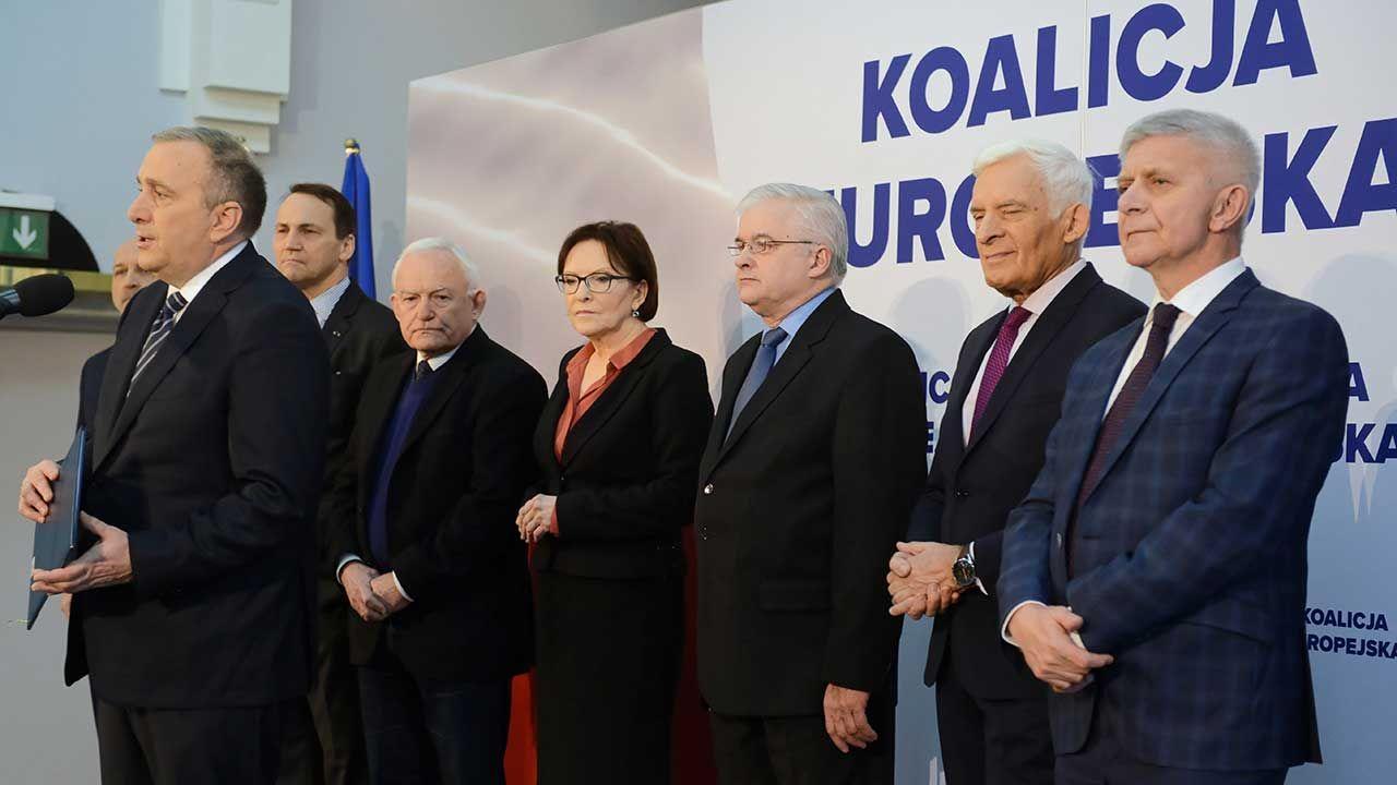 Byli premierzy i ministrowie spraw zagranicznych podczas konferencji prasowej nt. wyborów do Parlamentu Europejskiego (fot. arch. PAP/Jakub Kamiński)