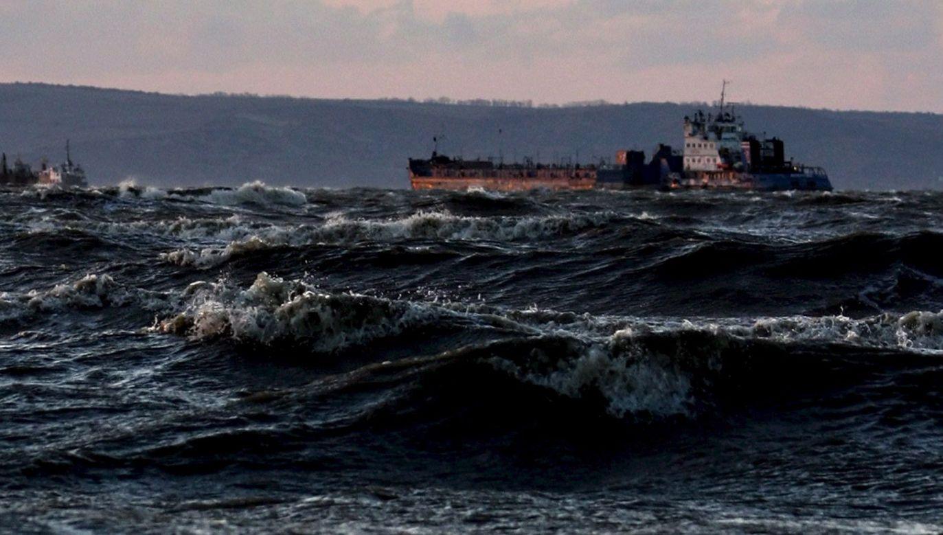 """""""Rosyjskie okręty utrudniają prowadzenie operacji"""" (fot.arch.PAP/EPA/PAVEL SHEVTSOV)"""