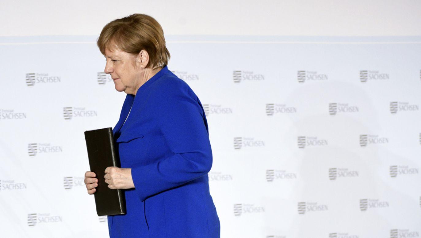 Premier Mateusz Morawiecki rozmawiał telefonicznie z kanclerz Angelą Merkel (fot. PAP/EPA/JENS SCHLUETER)