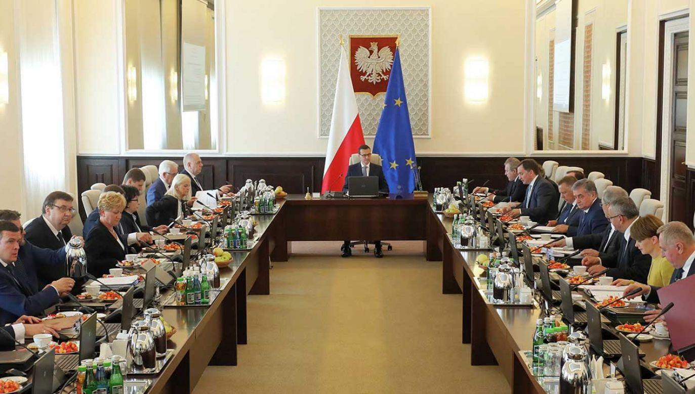 Gabinet ma więcej zwolenników niż przeciwników (fot. PAP/Paweł Supernak)