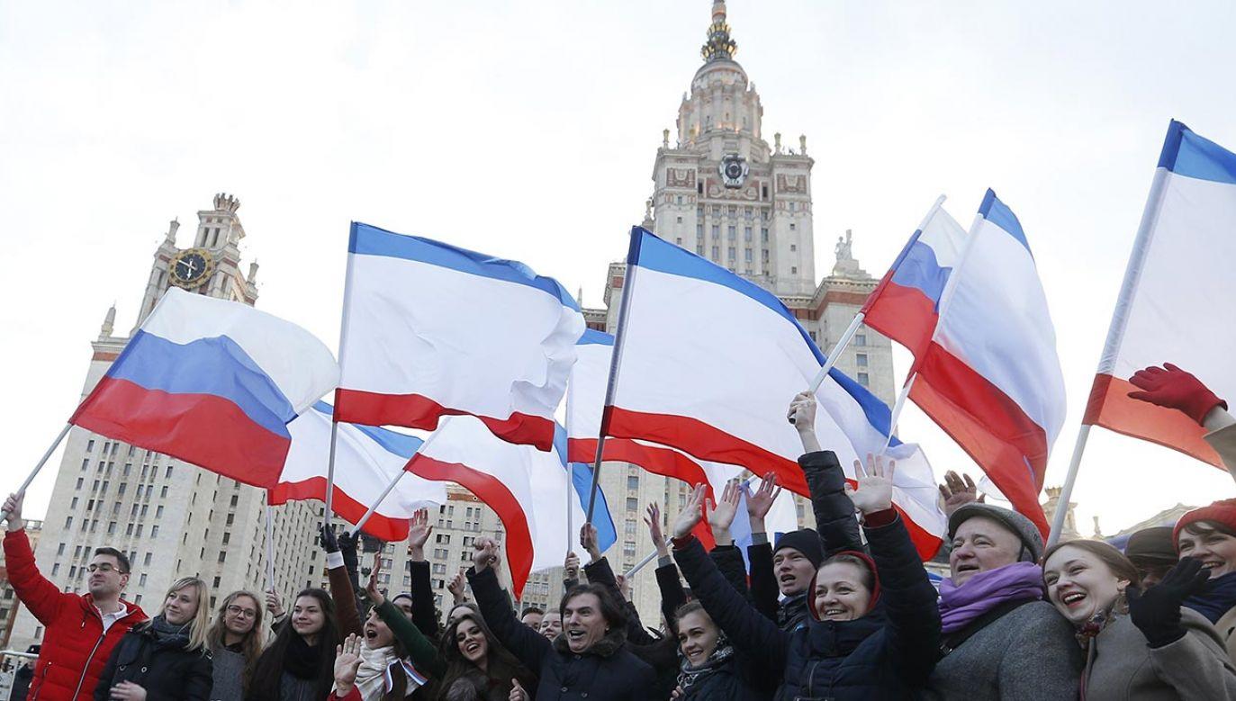 Rosja masowo osiedla na okupowanym terenie swoich obywateli (fot. PAP/EPA/MAXIM SHIPENKOV)