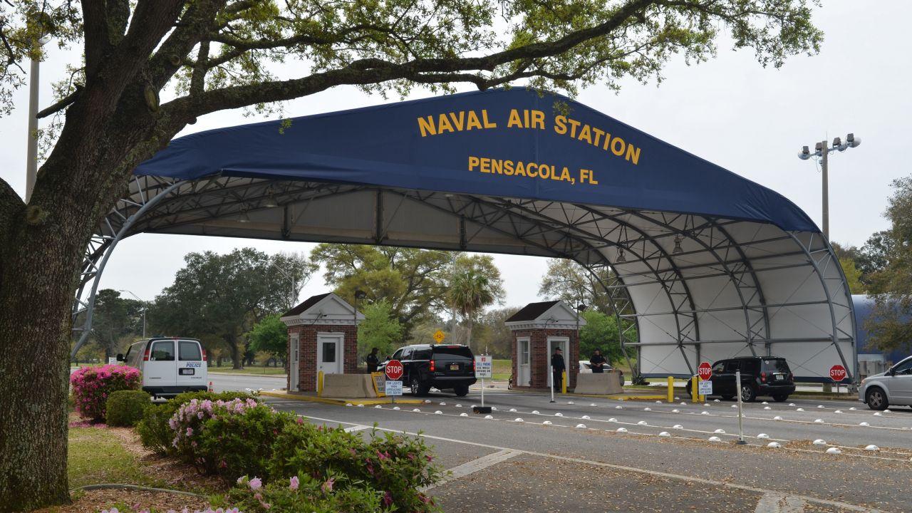 Napastnik, który był w Naval Air Station Pensacola na szkoleniu wojskowym, zginął po wymianie ognia z dwoma policjantami (fot. PAP/EPA/US NAVY/PATRICK NICHOLSs HANDOUT)