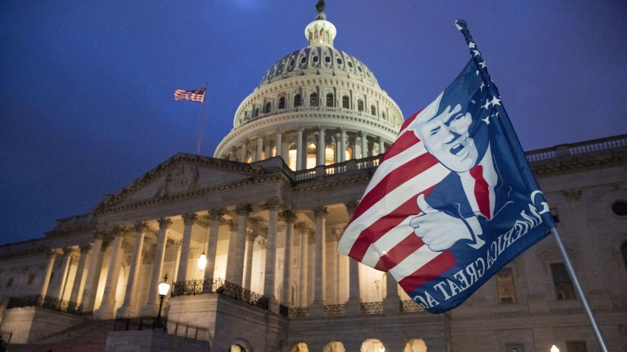 Niektórzy członkowie rządu prowadzą rozmowy na temat odsunięcia prezydenta od władzy (fot. EPA/PAP)