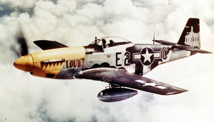 P-51 Mustang – myśliwiec, którym latał Louis Curdes (fot. PhotoQuest/Getty Images)