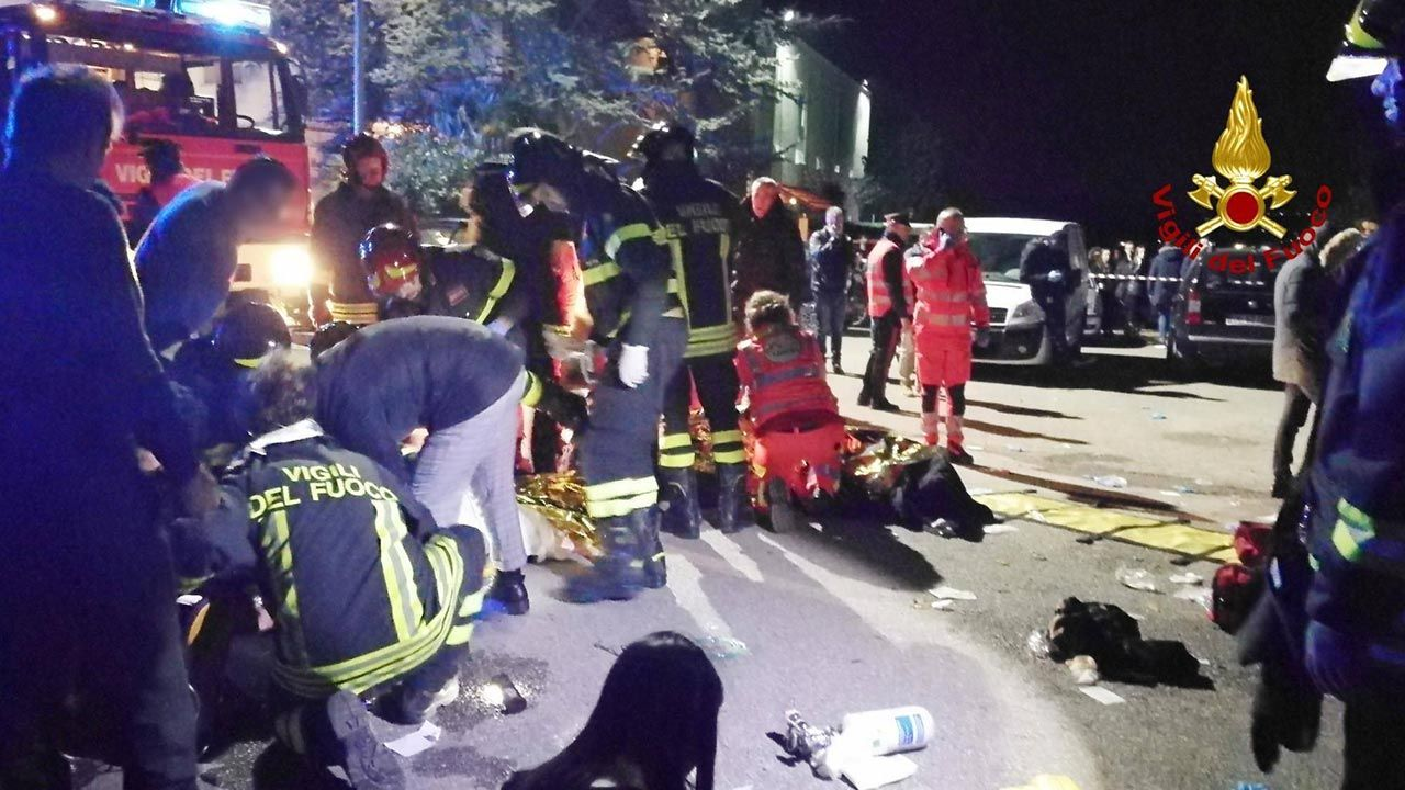 Ofiary to pięcioro nastolatków i młoda kobieta (fot. PAP/Vigili del Fuoco/dpa )