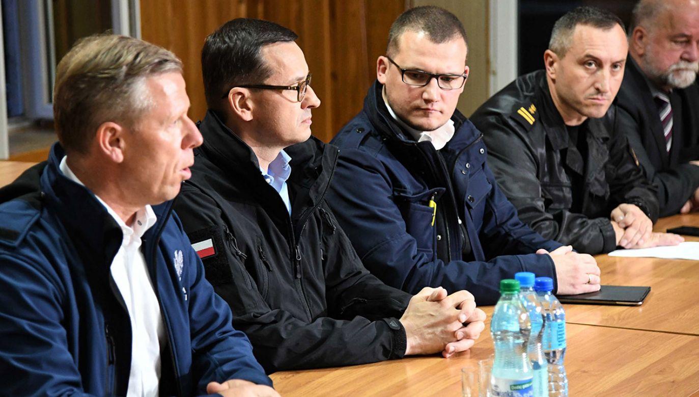 Premier przyjechał do Zakopanego, by wziąć udział w posiedzeniu sztabu kryzysowego (fot. PAP/Jacek Bednarczyk)