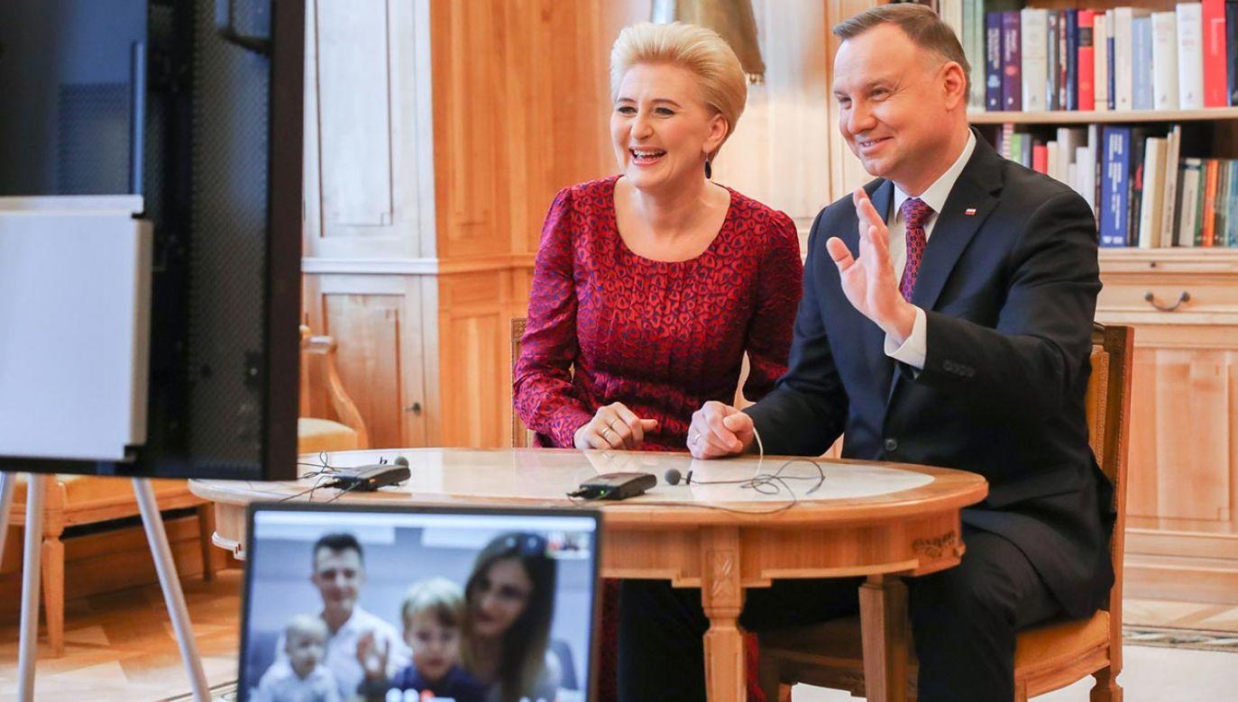 Prezydent Andrzej Duda i pierwsza dama Agata Kornhauser-Duda złożyli życzenia pierwszym w Polsce sześcioraczkom (fot. Grzegorz Jakubowski/KPRP)