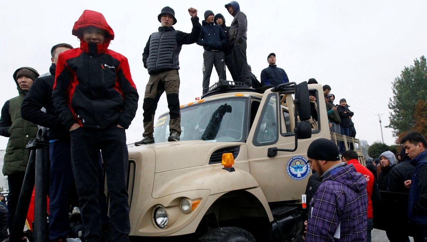 Opozycja, która dopiero co ogłosiła przejęcie władzy, jest mocno podzielona (fot. Reuters/Vladimir Pirogov)