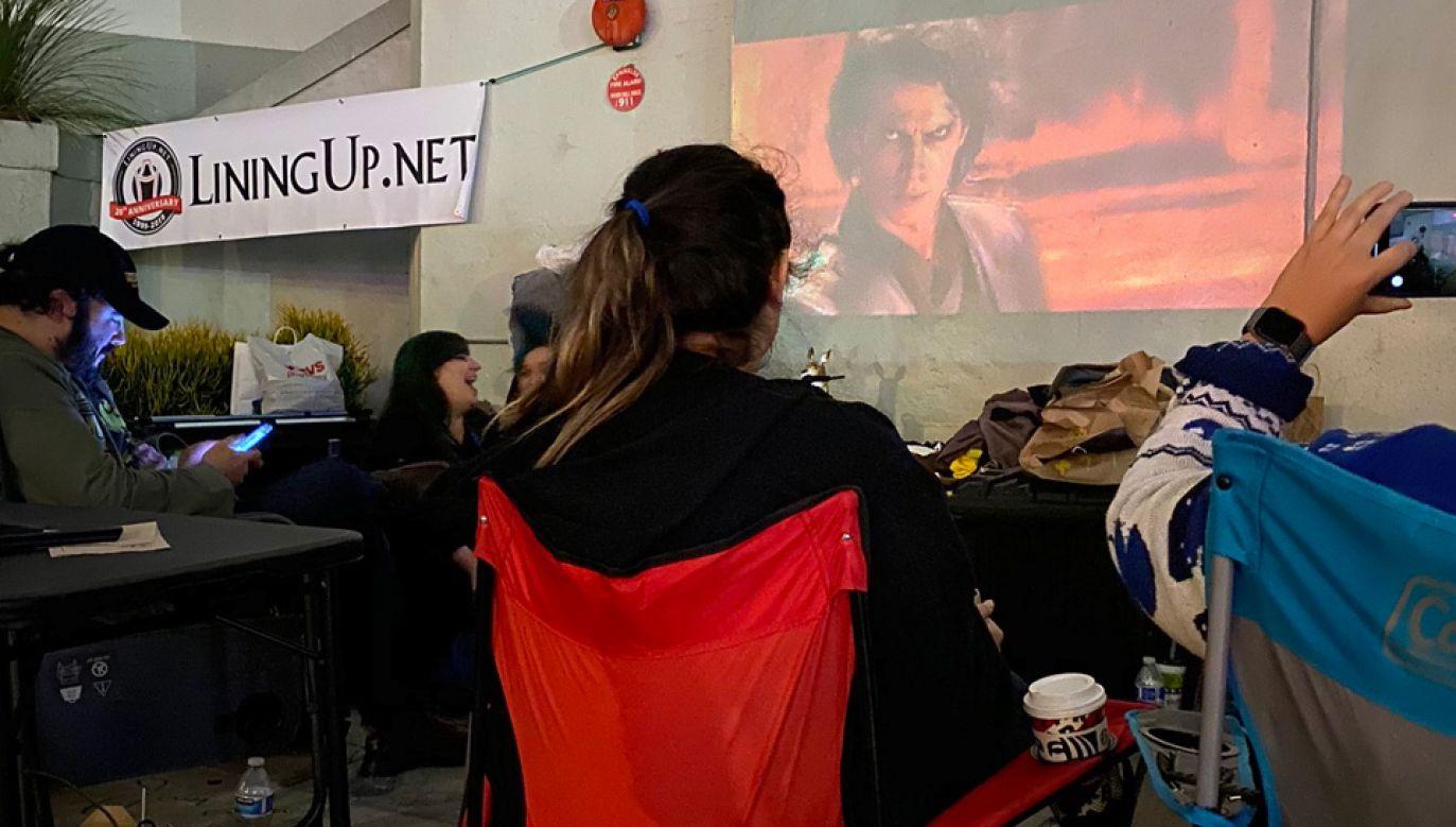 Pierwsi fani ustawili się w kolejce przed Chinese Theatre już w czwartek (fot. TT/Justin Nunez)