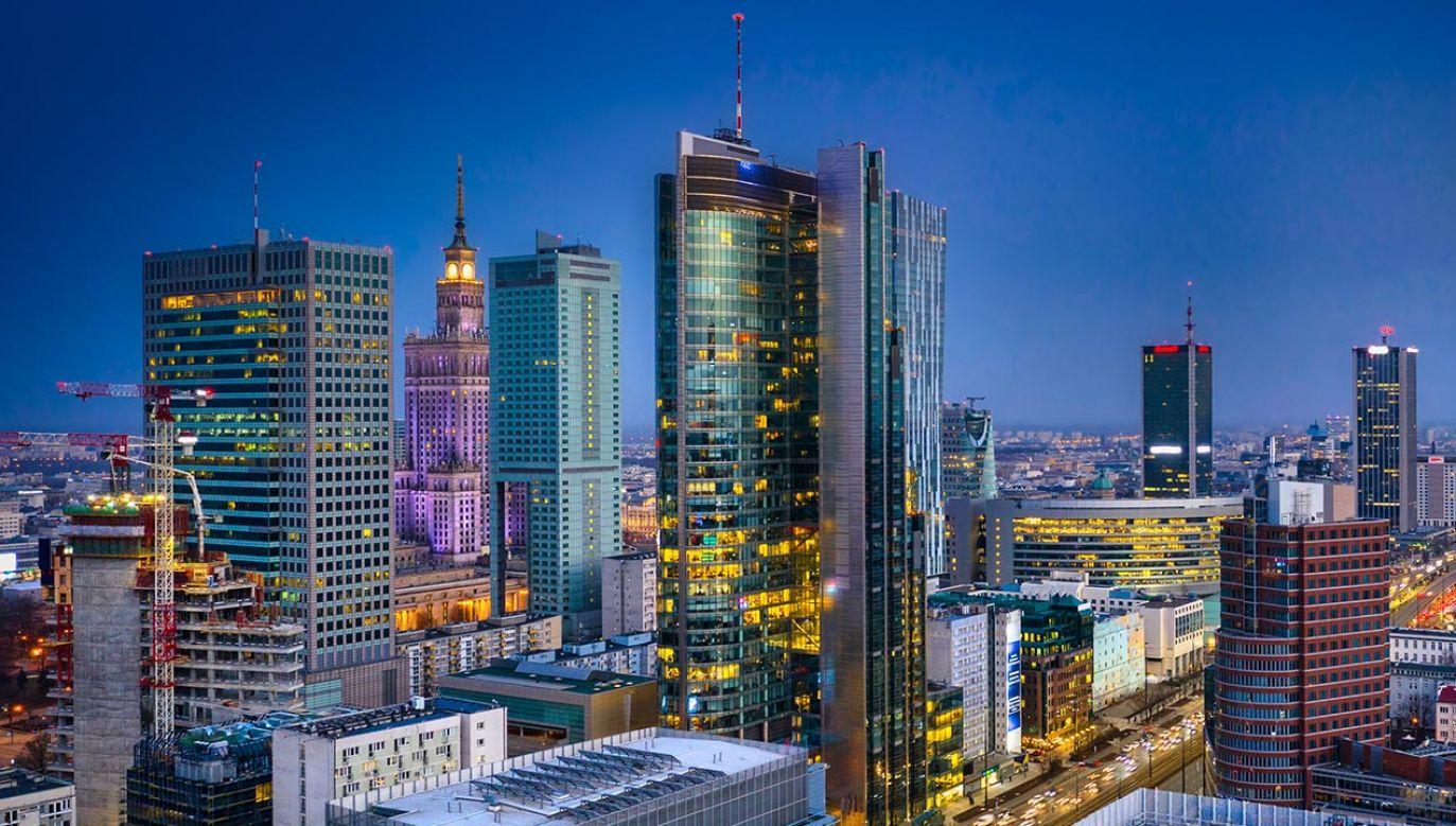 Według wyliczeń MF Warszawa nie straci na Polskim Ładzie (fot. Shuttertock/Patryk Kosmider)