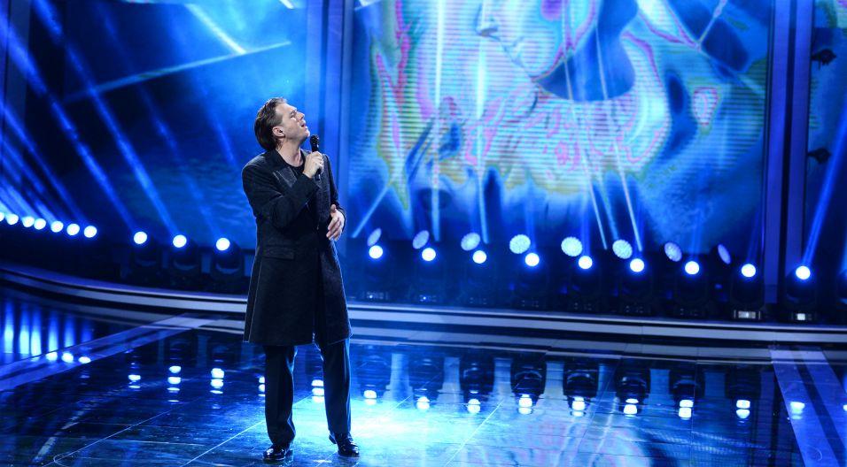 W melancholijny nastrój, wprowadził wodzów Andrzej Lampert swoim wykonaniem poruszającego utworu Bogusława Meca (fot. J. Bogacz/TVP)