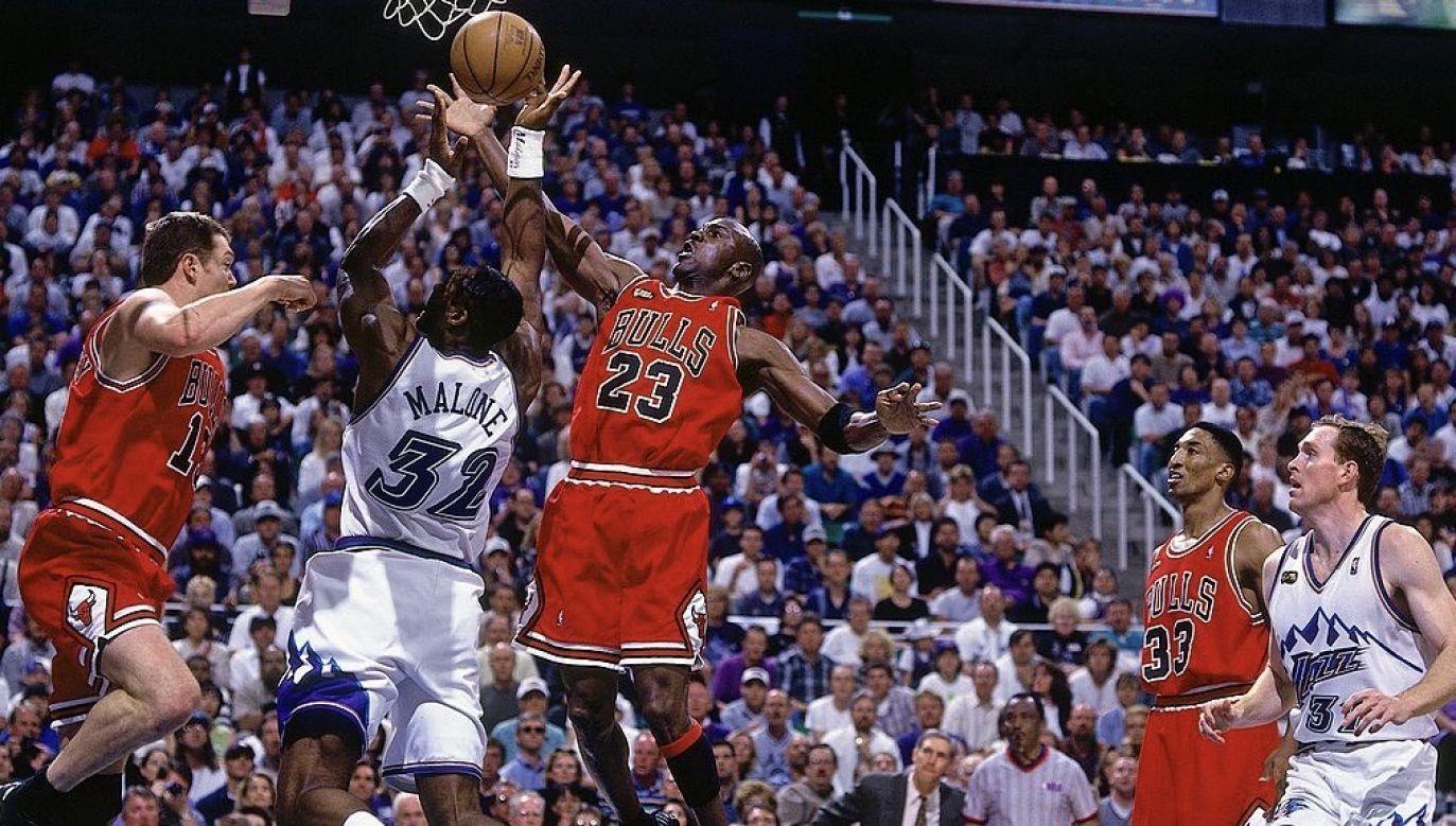 Jordan występował w koszulce 23 i 25 maja 1998 r., w trzecim i czwartym meczu finału Konferencji Wschodniej (fot. Andrew D. Bernstein/NBAE via Getty Images)