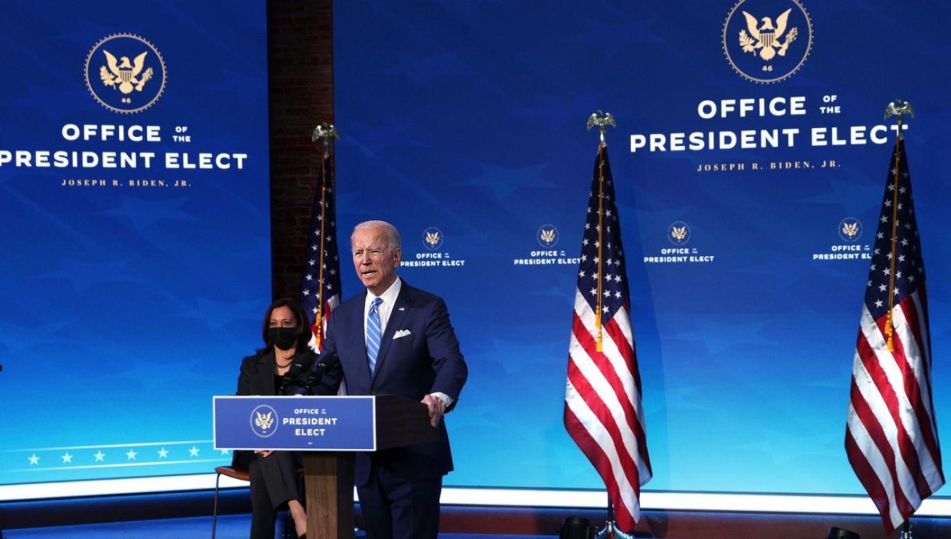 Prezydent elekt Joe Biden przedstawia szczegóły programu pomocowego (fot. Alex Wong/Getty Images)