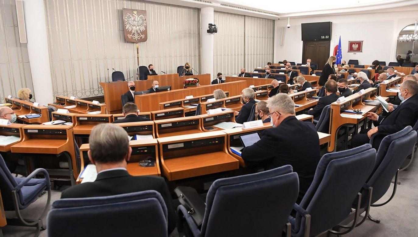 Senator KO przyznał, że opozycja ma nadzieję wpłynąć w ten sposób na przebieg negocjacji w UE (fot. PAP/Piotr Nowak)