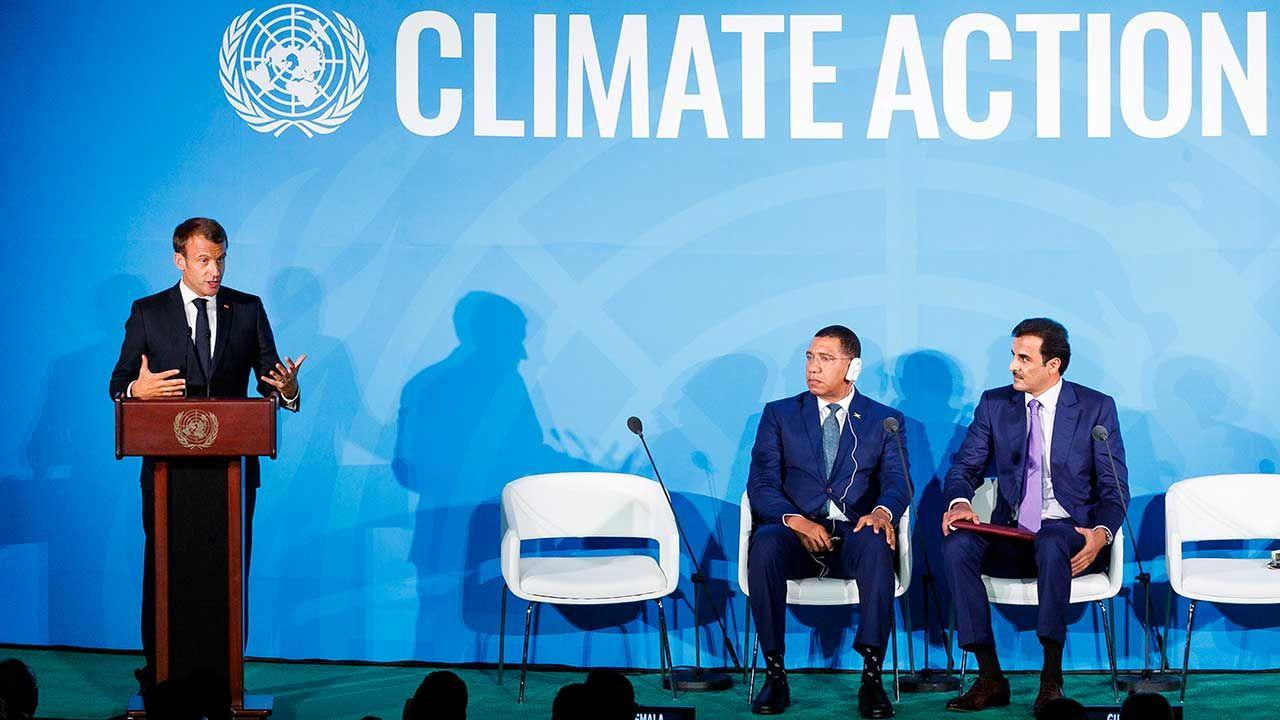Prezydent Francji Emmanuel Macron wzywa młodych ludzi, żeby protestowali w Polsce w obronie klimatu (fot. PAP/EPA/JUSTIN LANE)