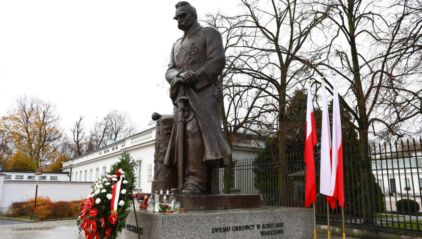 Abp Gądecki podkreśla też, że szczególnie powinniśmy pamiętać o pokoleniach Polaków, które przyczyniły się do odbudowy polskiej państwowości (fot. PAP/Rafał Guz)