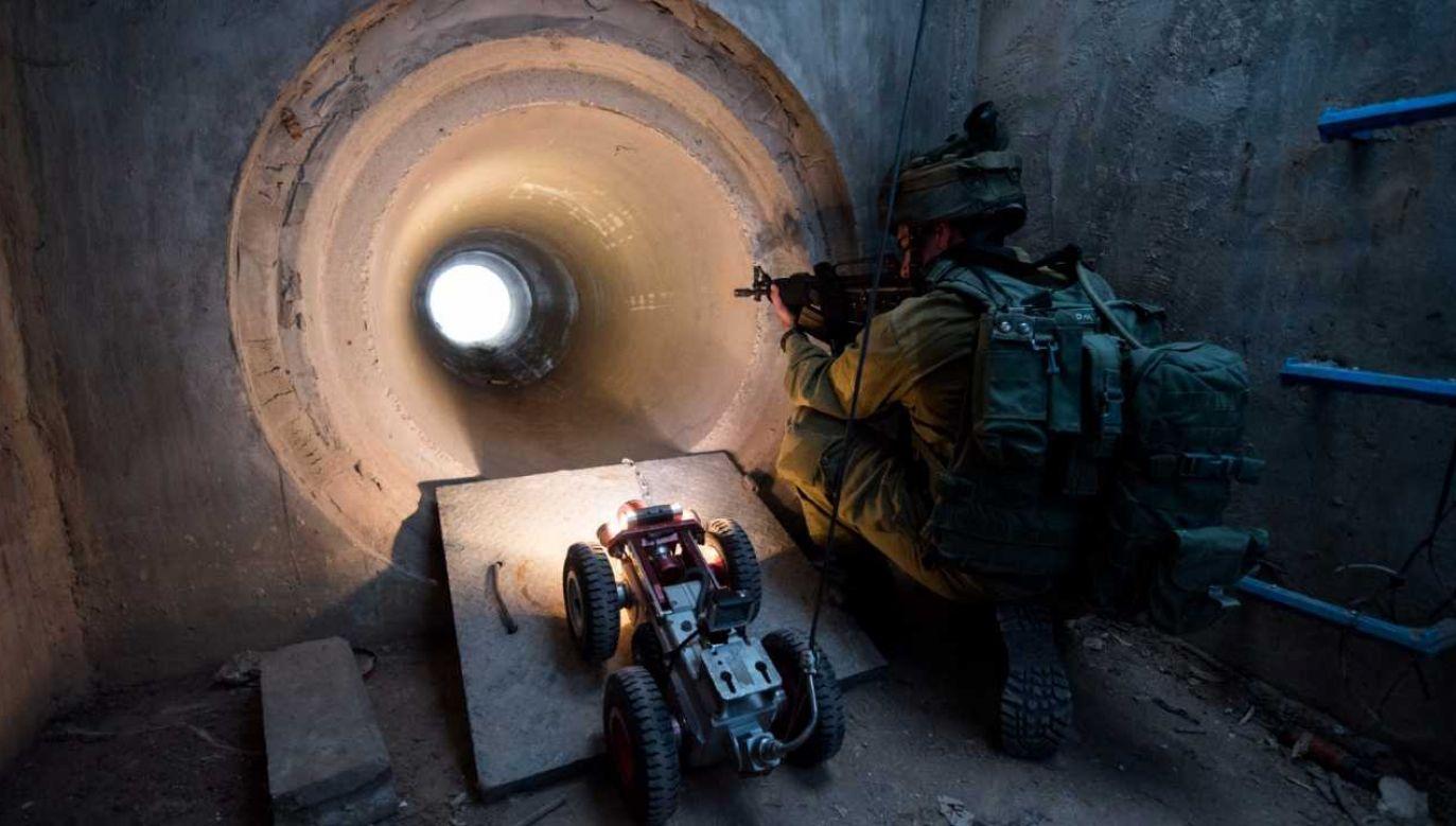 Tunele służą Hamasowi między innymi do przenoszenia broni dla bojowników (fot. IDF)