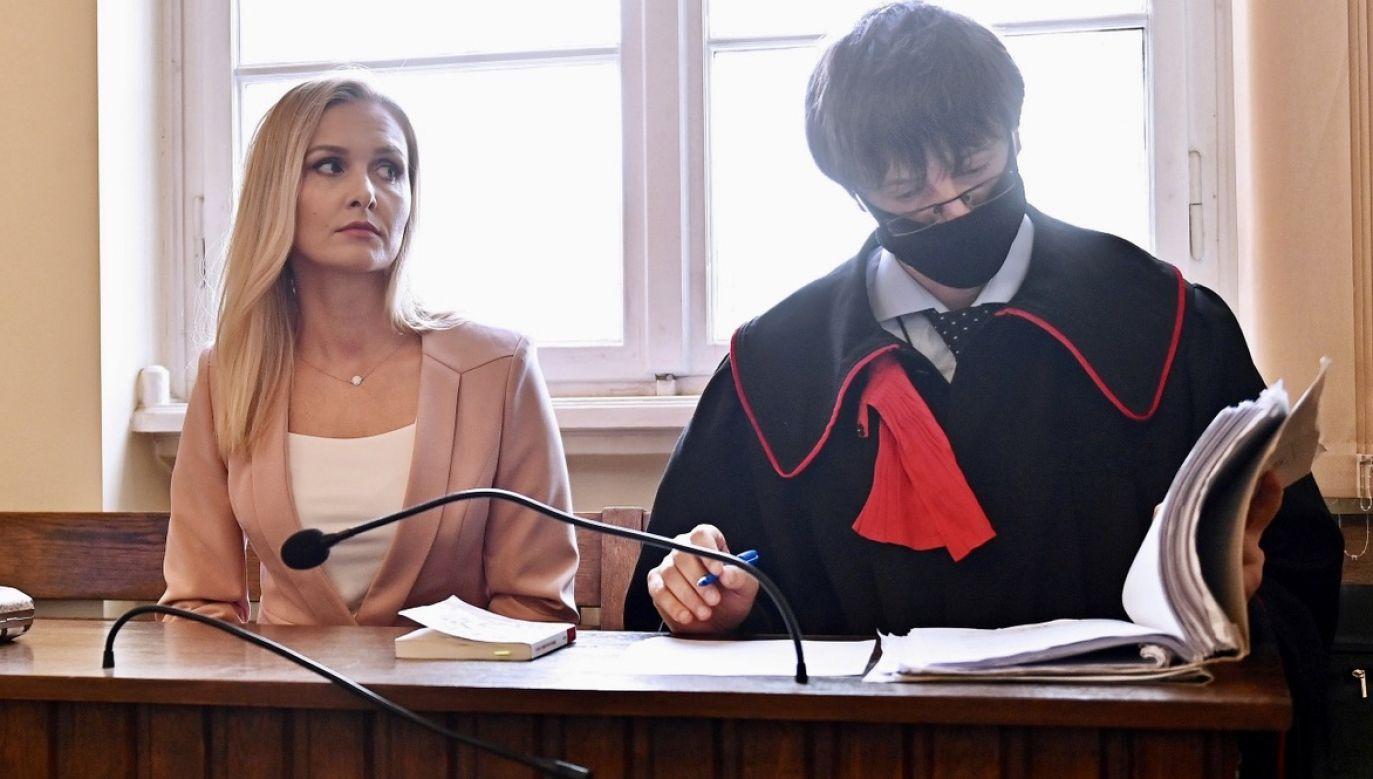 Pokrzywdzona Natalia Nitek-Płażynska (L) i prokurator Mariusz Skwierawski (P) na sali Sądu Okręgowego w Gdańsku, 10 bm (fot. PAP/Marcin Gadomski)