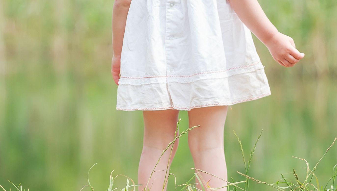 Sandra M. naciskała na klatkę piersiową dwuletniej Grety (fot. Shutterstock)
