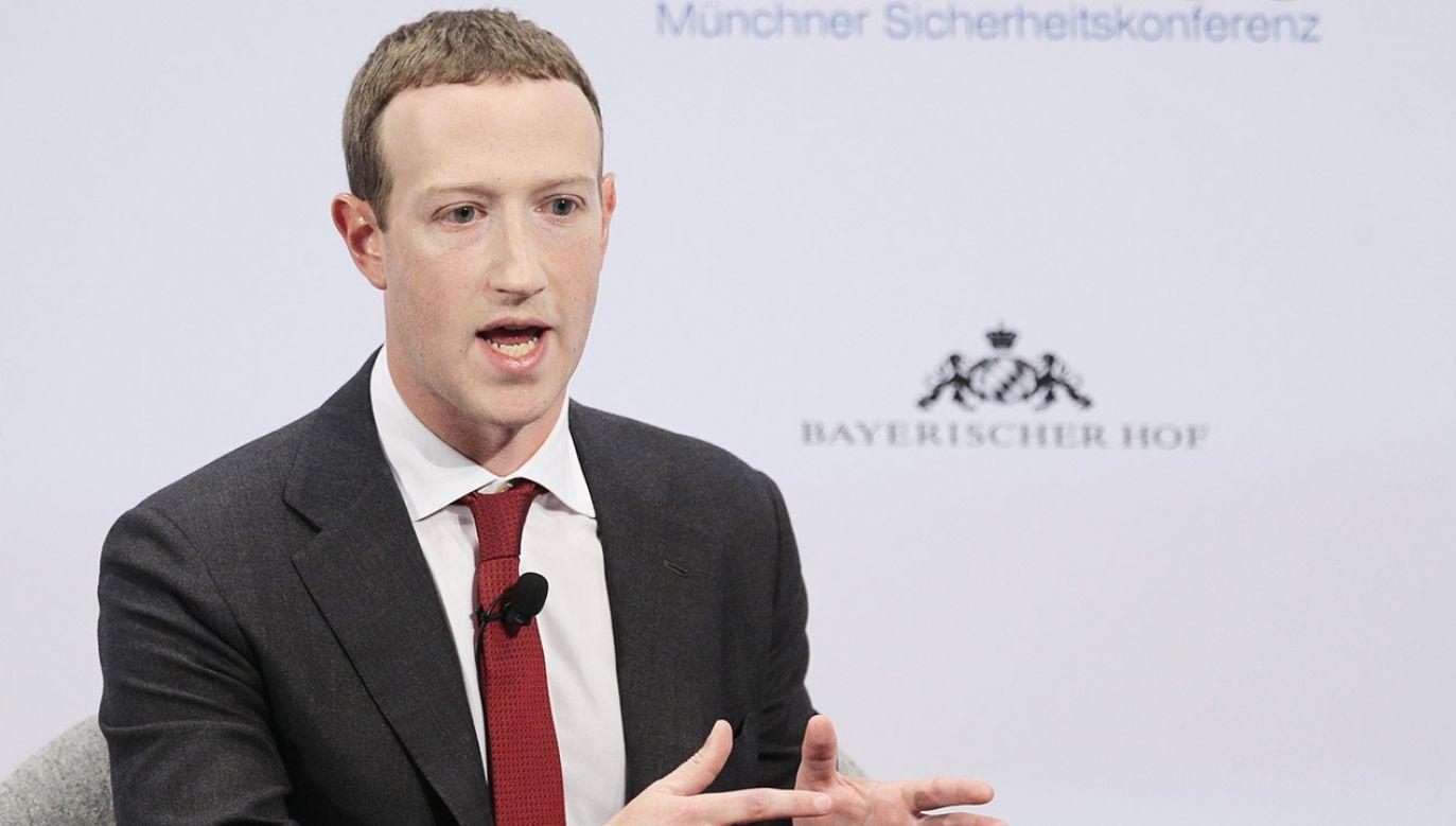 Zuckerberg miał osobiście wydać zgodę na cenzurę Facebooka w Wietnamie (fot. Abdulhamid Hosbas/Anadolu Agency via Getty Images)