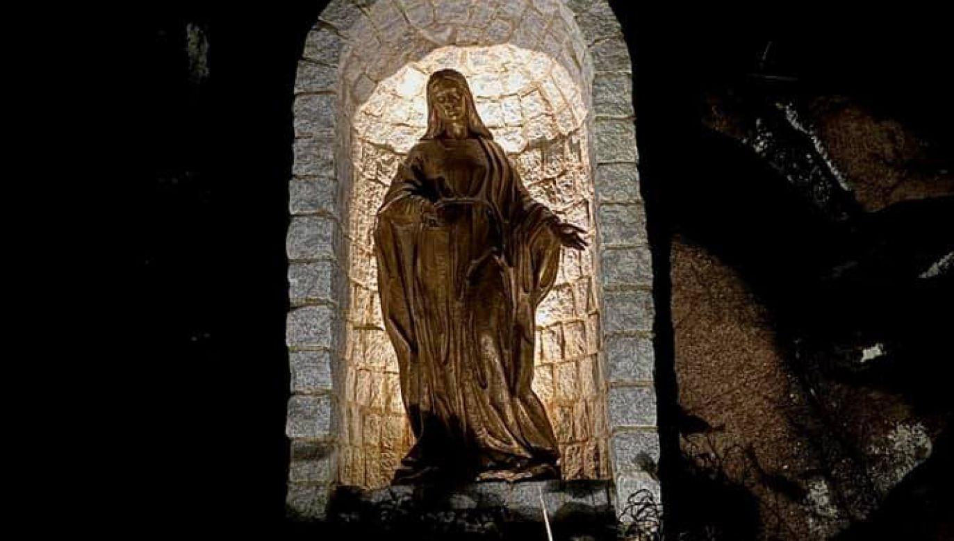 Figura była wykonana z brązu i stała w kapliczce w formie groty na zewnątrz kościoła (fot. FB/Staty stulen från kyrka i Göteborg)
