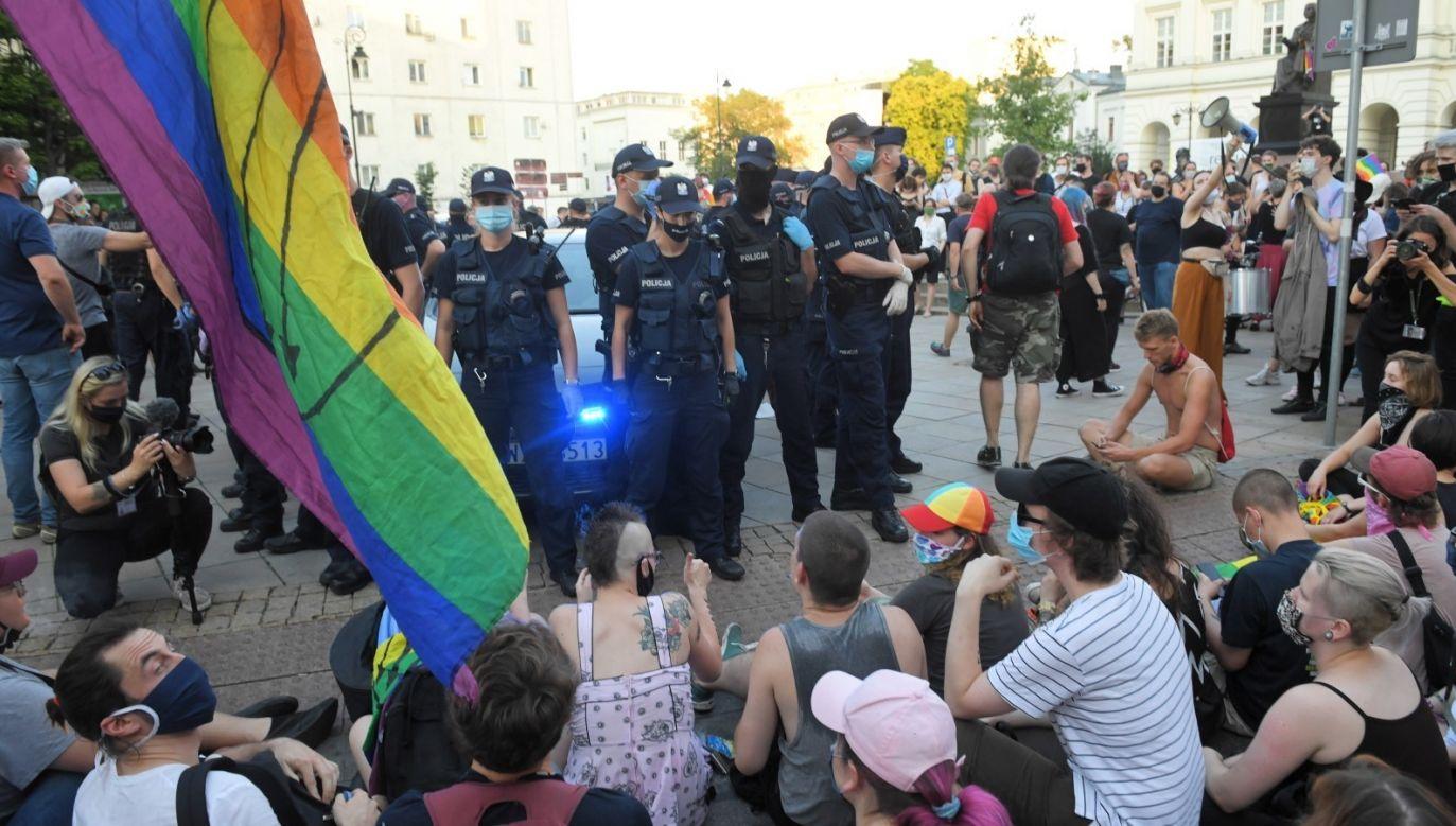 Wpis Balcerowicza jest komentarzem do decyzji sądu o aresztowaniu aktywisty LGBT (fot. PAP/Radek Pietruszka)