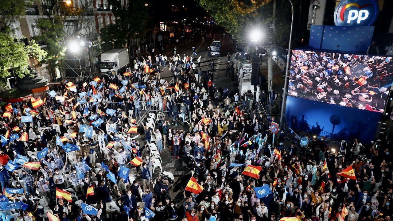 Partia Ludowa wygrała wybory w regionie Madrytu (fot. PAP/EPA/Mariscal)