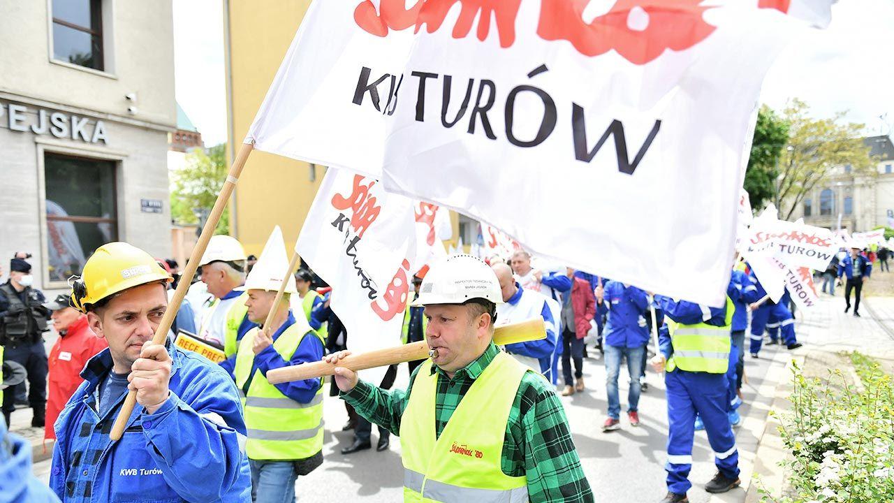 Stanowisko Solidarności Turowa ws. decyzji TSUE (fot. PAP/Maciej Kulczyński)
