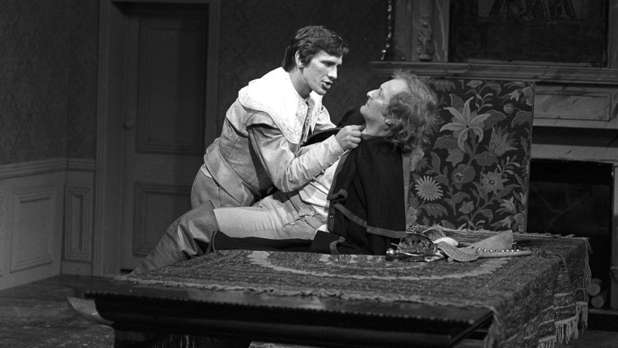 """W tym czasie Jan Englert zagrał również tytułową postać w """"Don Juanie"""" Moliera w reżyserii Zygmunt Hübnera (fot. TVP)"""